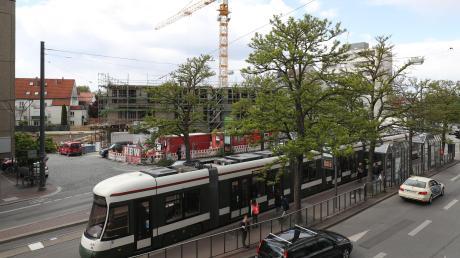 Für die Schaffung eines autofreien Marktplatzes vor dem neuen Grünen Kranz erhält die Stadt Augsburg Städtebaufördermittel.