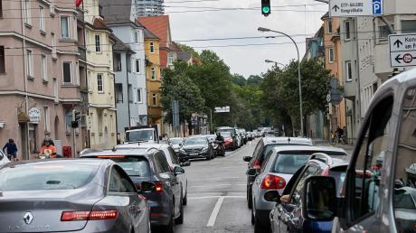 In der Rosenaustraße sollen künftig die Linien 3 und 5 fahren. Doch es könnte Verzögerungen geben.