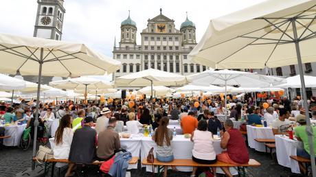 Ein zentraler Programmpunkt des Friedensfestes ist die Friedenstafel am 8. August auf dem Rathausplatz.