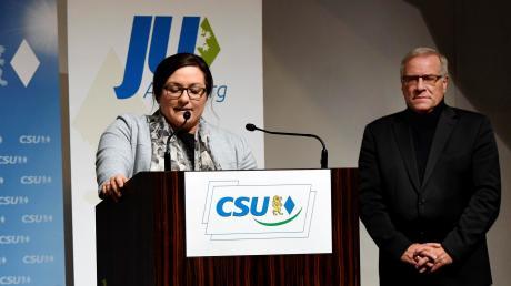 Ein Blick zurück: Beim gemeinsamen Parteitag von CSU und JU am 30. November im Haus St. Ulrich begrüßten Ruth Hintersberger und ihr Vater Johannes Hintersberger die Gäste.