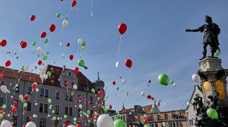 Der Luftballon-Wettbewerb ist fester Bestandteil des Turamichele-Fests. Die CSU möchte nun, das dieses Ereignis umweltfreundlicher wird.