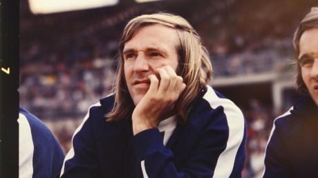 Wenn er auf der Bank saß, konnte er ungemütlich werden: Günther Netzer gilt als einziger Spieler, der sich selbst eingewechselt hat – und das entscheidende Tor im DFB-Pokalfinale 1973 schoss.