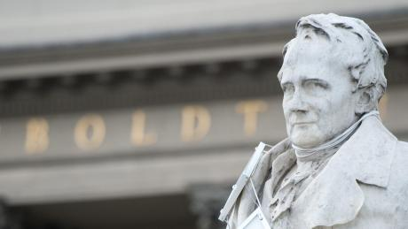 Seinen Namen tragen Berge, Flüsse, Städte und Nationalparks: Schon zu Lebzeiten galt Alexander von Humboldt (1769-1859) als berühmtester Wissenschaftler seiner Zeit.