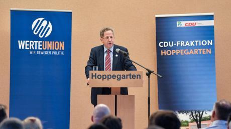 Der ehemalige verfassungsschutzpräsident Hans-Georg Maaßen kommt nach Augsburg. Zuletzt hatte er im Landtagswahlkampf - hier in Hoppegarten – auf CDU-Veranstaltungen gesprochen.
