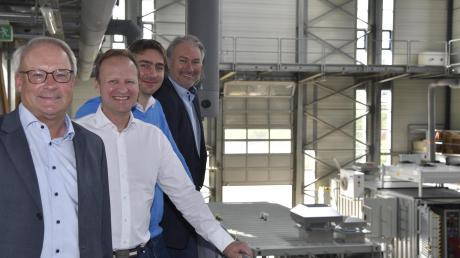 Sie treiben die Zukunftstechnologie Wasserstoff in Augsburg mit an, von links: Marc Grünewald, Frank Zimmermann, Joachim Herrmann und Heinrich Gärtner.