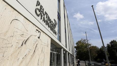 Das Peutinger-Gymnasium  war Thema im Bildungsausschuss. Es ging um die Brandschutzsanierung und Räume, die dadurch nicht genutzt werden können.
