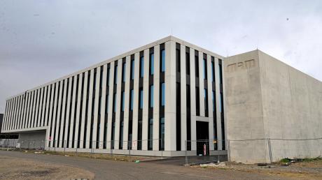 So sieht das MRM-Institutsgebäude im Innovationspark von außen aus. Die Fertigstellung verzögert sich um 15 Monate. An der Außenfassade traten Probleme auf, die nunmehr behoben sind.