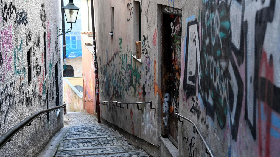 Graffiti-Sprayer richten in Augsburg immer wieder einen erheblichen Schaden an.