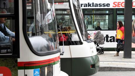 Es zeichnet sich immer deutlicher ab, dass Fahrgäste von Trams, Bussen und Zügen in der Region Augsburg zum Jahreswechsel von der sonst üblichen Preiserhöhung verschont bleiben.