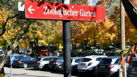 An besucherstarken Tagen sind die Parkplätze beim Zoo und beim botanischen Garten voll - und Besucher weichen auf die Umgebung aus.