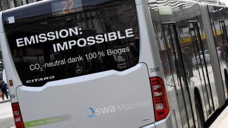 Die Augsburger Busse fahren umweltfreundlich mit Biogas. Dennoch könnte es sein, dass die Flotte ausgemustert wird.