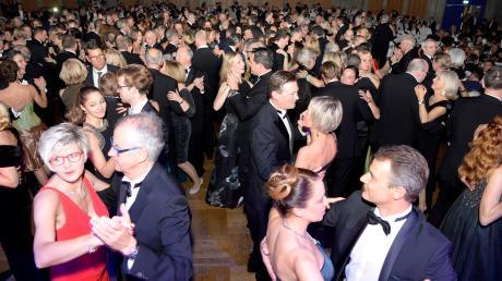 Eine lange Ballnacht, wie hier auf dem Augsburger Presseball, ist für die Besucher etwas ganz Besonderes. Damit der Tanzeinsatz auf der großen Tanzfläche glatt abläuft, gibt es ein paar Tricks und Tipps.