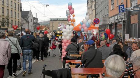 Viel geboten war am Wochenende in Lechhausen. Beim Marktsonntag tummelten sich tausende Menschen auf den Straßen.