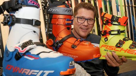 Gerade bei sportlichen Aktivitäten ist es unangenehm, wenn das Schuhwerk nicht passt. Dem kann Markus Dirr abhelfen. Er eröffnete jetzt in Hochzoll ein Sportgeschäft.