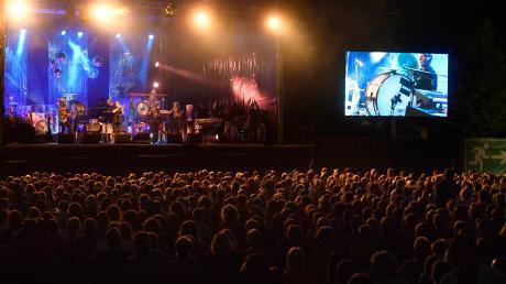 Der Badanger in Mering wurde schon merhrfach in ein Festival-Gelände verwandelt. Vergangenes Jahr lockte dort die Band Haindling viele Besucher an. Badangerfestival.