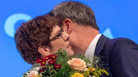 Vor eineinhalb Wochen begrüßte Markus Söder Annegret Kramp-Karrenbauer herzlich auf dem CSU-Parteitag in München – hinter den Kulissen gilt das Verhältnis der beiden eher als Zweckgemeinschaft denn als Traumehe.