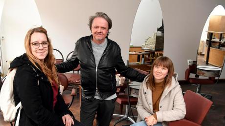 Friseur Berndt Wagner und seine Töchter Saskia Schimpfle (links) und Vanessa Wagner haben mit ihrem Salon bei der Friseurinnung Zuflucht gefunden.