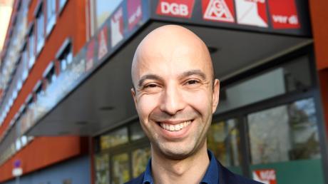 Erdem Altinisik ist Geschäftsführer von Verdi Augsburg. Sein Büro hat er im Gewerkschaftshaus.