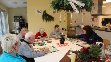 Auch ein gemeinsames Mittagessen gehört in der Offinger Demenz-WG des Roten Kreuzes dazu.