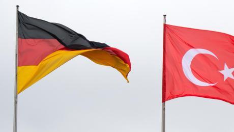Wieder einmal werden die deutsch-türkischen Beziehungen auf eine harte Probe gestellt.