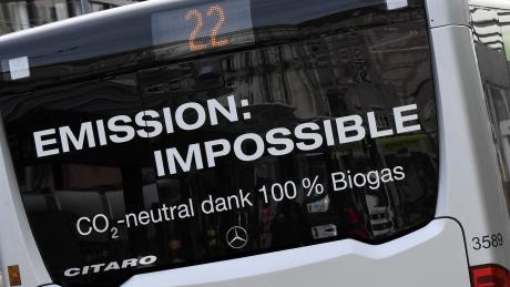 Bei neuen Bussen werden die Stadtwerke weiterhin auf Biogas setzen. Um eine Pflicht für Elektrobusse kommen sie wohl herum.