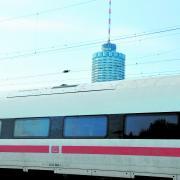Nach einer Schlägerei am Augsburger Hauptbahnhof bittet die Polizei um Zeugenhinweise.
