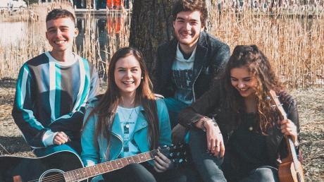 """Die Studentenband """"20something"""" hat vier Mitglieder: Noah Burgardt, Leoni Adae, Moritz Lechner und Lea Hofer (von links)."""