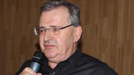Pfarrer Johann Wölfle gab seinen Abschied aus Buch bekannt.