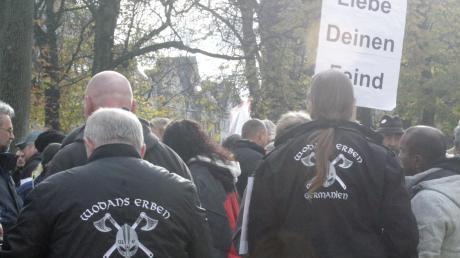 """Mitglieder der rechtsextremen Vereinigung """"Wodans Erben"""" waren am Wochenende auf einer Augsburger Demo."""