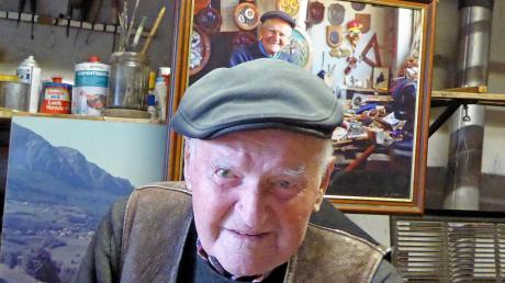 Max Enzensberger in seiner Werkstatt. Er wird 100 Jahre alt.