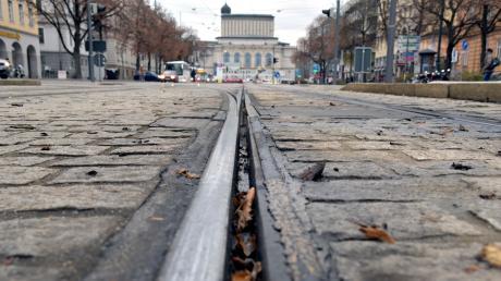 Die Fuggerstraße zwischen Königsplatz und Theater soll schon seit Jahren umgestaltet werden. Der Umbau soll nun nach hinten geschoben werden.