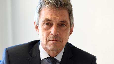 Er hat in seiner Laufbahn viele Mordfälle aufgeklärt: Helmut Sporer kam 1976 zur Polizei, seit dem Jahr 2002 leitete er das Kommissariat 1 der Augsburger Kripo. Jetzt geht er in den Ruhestand.
