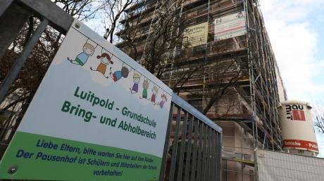 Erst Staub und Lärm, dann Brandgeruch: Schulhaus hinter St. Pankratius steht bei der Bevölkerung im Fokus.
