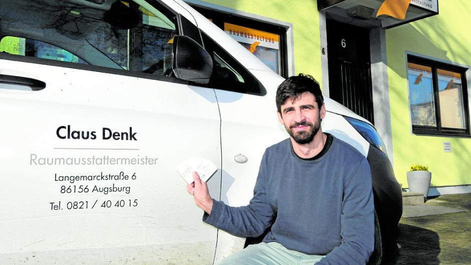 Heißt die Langemarckstraße in Kriegshaber bald anders? Raumausstatter Claus Denk hat erst kürzlich Autos, Visitenkarten und Briefköpfe mit der Adresse neu gestalten lassen.
