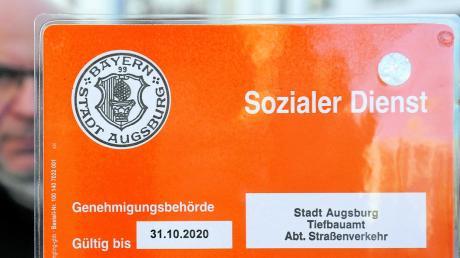 Die Gebühren für die Parkausweise von Handwerkern und Pflegediensten wurden von der Stadt von 40 Euro im Jahr auf 150 Euro erhöht.
