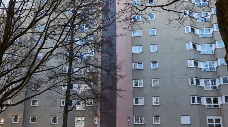 In dem Mehrfamilienhaus in der Provinostraße in Augsburg ist im Dezember ein 46 Jahre alter Mann ums Leben gekommen.