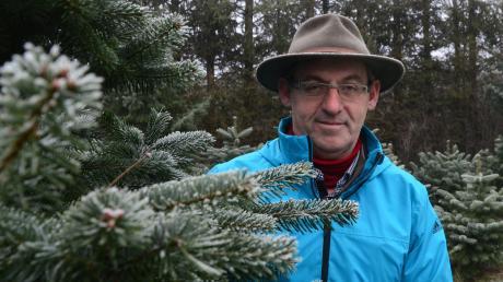 Josef Kränzle züchtet seine eigenen Christbäume. Auf der Plantage bei Echenbrunn wachsen zehn verschiedene Sorten, darunter ausgefallene Arten wie die Kolorado-Tanne. Die hat eine ganz besondere Eigenschaft.