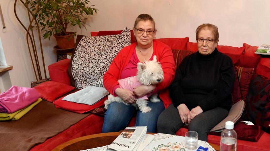 Die Schwestern Ellen (links) und Irmtraud Urbach sind verzweifelt: Sie müssen ihre Wohnung verlassen und haben bislang keine neue Bleibe gefunden.
