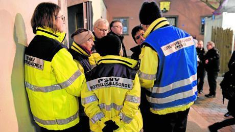 Notfallseelsorger standen den Besuchern der Moritzkirche am Mittwochabend als Gesprächspartner zur Verfügung.