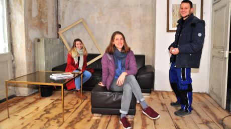 Die Alte Schmiede am Milchberg ist ein außergewöhnliches, aber schwieriges Baudenkmal. Der Eigentümer legt die Sanierung in die Hände von Studenten. Mit im Team sind Carmen Herrmann, Amanda Natterer und Max Kling (von links).