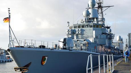 """Die Fregatte """"Augsburg"""" liegt nach einer Reihe gefährlicher Missionen friedlich im Heimathafen. Zu weiteren Einsätzen läuft sie nicht mehr aus."""