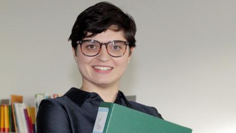 Die neue Rektorin der Luitpold-Grundschule in Lechhausen geht jeden Tag mit Freude an ihre Arbeit. Besonders gerne mag sie Kinderlachen.