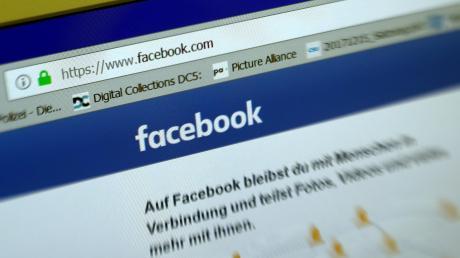 Ein Augsburger Polizeibeamter postete viel auf Facebook. Manche Beiträge waren grenzwertig, ein Teil sogar menschenverachtend.