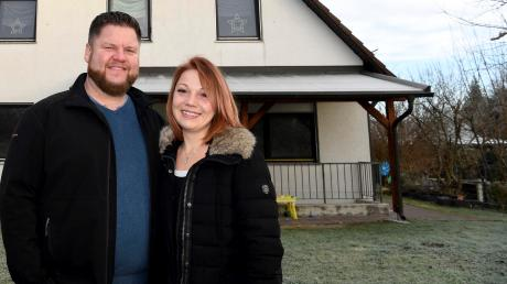 """Christina und Florian Bissinger sind froh – der """"Phantom-Mieter"""" hat die Wohnung im Erdgeschoss frei gegeben. Nun dürfen sie endlich auch den Garten betreten und ihre Kinder darin spielen."""