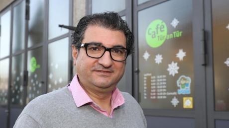 Der Syrer Mustafa Alia hilft in Augsburg Arbeitsmigranten und Flüchtlingen bei der Wahrnehmung ihrer Rechte.