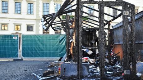 Auf dem Christkindlesmarkt sind durch ein Feuer fünf Buden beschädigt worden.