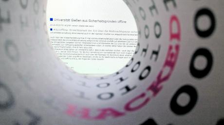 Die Uni Gießen kämpft nach einer massiven Cyberattacke im Dezember noch immer mit den Folgen. So schützt sich die Uni Augsburg vor Angriffen.