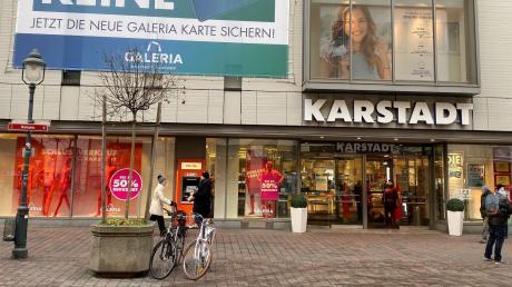 Geht Aldi ins Karstadt-Haus? Der Discounter ist jedenfalls auf der Suche nach einem Standort.