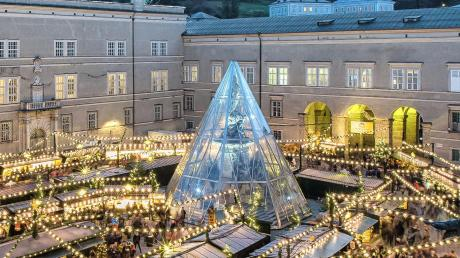 In Salzburg steht die Mariensäule auf dem Domplatz unter Glas.
