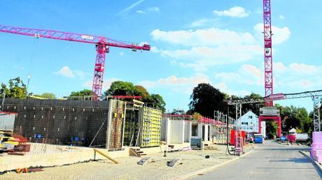 Noch wird in Augsburg vielerorts gebaut - doch wie lange kann das angesichts der Corona-Krise noch so weitergehen?